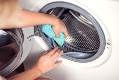 Is-bleach-or-vinegar-better-to-clean-the-washing-machine